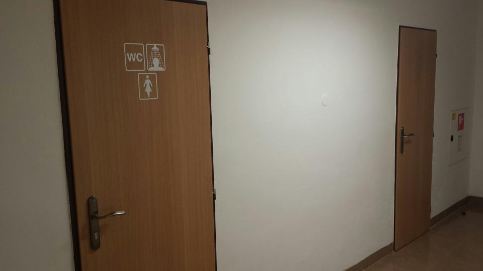 WC, sprcha, umyvadlo ženy